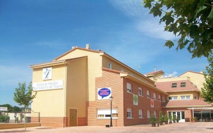 Residencia san mart n de valdeiglesias opiniones y precios for Piscina climatizada san martin de valdeiglesias